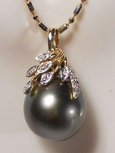14.1mm Tahitian black pearl pendant, diamonds, solid 14k yellow gold. #Pendant