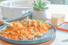Pasta with chicken & a creamy paprika sauce - Happiness is Homemade - Pasta with chicken & a creamy paprika sauce – Happiness is Homemade - Healthy Foods To Eat, Healthy Baking, Healthy Snacks, Healthy Recipes, Happiness Is Homemade, Kohlrabi Recipes, Food Porn, Homemade Pasta, Evening Meals