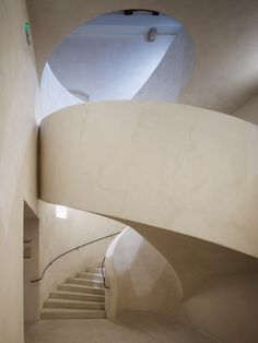 Herzog & de Meuron has completed an extension to the Musée Unterlinden in Colmar, France, with an underground gallery and a monumental concrete staircase Concrete Staircase, Stair Railing, Staircase Design, Concrete Floor, Railings, Stairs Architecture, Interior Architecture, Interior Design, Balustrades