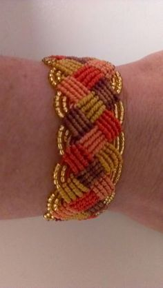 I made two bracelets with a weave motif. - I made two bracelets with a weave motif. I chose for the first all cold colors, in shades of gray an - Seed Bead Bracelets, Macrame Bracelets, Friendship Bracelet Patterns, Friendship Bracelets, Jewelry Crafts, Handmade Jewelry, Micro Macramé, Macrame Tutorial, Yarn Crafts