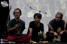 "Diskusi Bareng  FASBuK Bulan Februari 2017 Merenda Untaian Karya Mengenang ""Aryo Gunawan"" FASBuK Asik... @teaterstudioone_ . . #fasbuk #indonesiakaya #seputarkudus #sangswara #teaterkuncupmekar #instagram #sastra #musiksastra #aryogunawan #teaterstudioone"