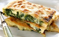 Spinach and feta parcels, spinach recipe, brought to you by Australian Table Spinach Recipes, Vegetable Recipes, Vegetarian Recipes, Cooking Recipes, Healthy Recipes, Vegetarian Tart, Greek Recipes, Light Recipes, Savoury Slice