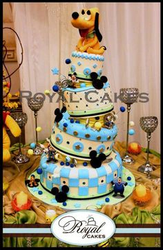 Totally awesome #Disney #Cake! #TopsyTurvy Looks so beautiful! We love and had to share! #CakeDecorating Ideas and Inspiration