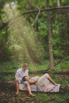 Outdoor maternity session maternity photography Wisconsin maternity photographer Blue Dandelion Photography