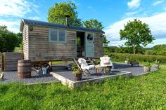 Fancy a 2 night escape for 2 at this Cool Stay? Luxury meets the great outdoors at Dimpsey Shepherd's Huts in Somerset - that offer you romantic fairy lights, soft, comfortable beds, a wood-burning stove and a BBQ outside What Is Glamping, Wooden Walkways, Luxury Glamping, Woodworking Courses, Farmhouse Garden, Shepherds Hut, Rural Retreats, Camping, Fairy Lights