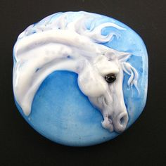 Horse bead. - Oh, I am lovin' this one!