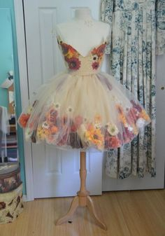 I want to put flowers inthe skirt of my dress as well!