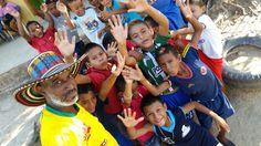 Con los niños del barrio Pastrana de Magangué.