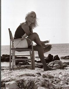 Picture of Virna Lisi 60s Icons, Michelle Pfeiffer, Italian Actress, Who Runs The World, Linda Evangelista, Vintage Beauty, Beauty Women, Lisa, Beautiful Women