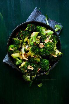 Broccolini aux épices Tonguespank / Spicy Garlicky and Lemony Broccoli and Tonguespank Spice Co. #vegan #glutenfree  @SpicieFoodie #spiciefoodie via @Mj0glutenVG #0-GlutenVegeBrest #Spicy #Garlicky #Lemony #Broccolini #Tonguespank