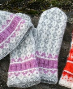 Ravelry: Sirupssnipp Votter / Mittens pattern by Jorid Linvik Knitted Mittens Pattern, Crochet Gloves, Knit Mittens, Knitting Socks, Baby Knitting, Knitted Hats, Knitting Patterns, Knit Crochet, Norwegian Knitting
