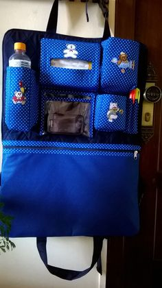 Organizador para carro de Shirley M Gava. Baby Sewing Projects, Sewing Hacks, Sewing Crafts, Baby Changer, Baby Dolls For Kids, Car Seat Organizer, Baby Diaper Bags, Patchwork Bags, Diy Car
