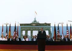 1987 President Reagan geeft een toespraak in Berlijn voor de Brandenburger toren