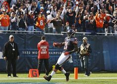 Chicago Bears safety Major Wright (21) scores on a 45-yard run after an interception against the St. Louis Rams in the second half of an NFL football game...