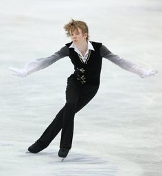 OSAKA, JAPAN - FEBRUARY 09: Kevin Reynolds of Canada competes in the Men's Free Skating during day two of the ISU Four Continents Figure Skating Championships at Osaka Municipal Central Gymnasium on February 9, 2013 in Osaka, Japan. (Photo by Atsushi Tomura/Getty Images)