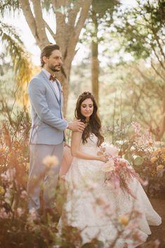 Jacqueline Manfrin e Luís por Rafael Côvre Beautiful Bride, Brides, Wedding Dresses, Fashion, Weddings, Engagement, Atelier, Moda, Bridal Dresses