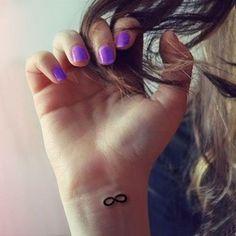 15 ideas de tatuajes minimalistas para mujeres