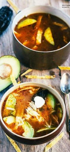 tortilla soup with chicken and avocado Mexican Cooking, Mexican Food Recipes, Soup Recipes, Vegetarian Recipes, Cooking Recipes, Healthy Recipes, Ethnic Recipes, Mexican Dishes, Thermomix