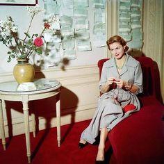 Ingrid Bergman knitting on the set.