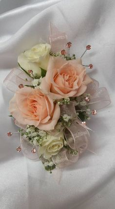 prom corsage Peaches and Cream. Wrist Corsage Wedding, Prom Corsage And Boutonniere, Corsages, Brooch Corsage, Prom Flowers, Bridal Flowers, Flower Corsage, Bride Bouquets, Floral Wedding