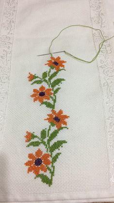Knitting and Bordado Cross Stitch Rose, Cross Stitch Borders, Cross Stitch Flowers, Cross Stitch Designs, Cross Stitching, Cross Stitch Embroidery, Hand Embroidery, Cross Stitch Patterns, Bordado Floral