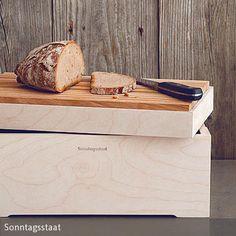 Der Brotkasten hält Brote, Brötchen und andere Backwaren länger frisch und überzeugt durch praktische Handhabung und klares, zurückhaltendes Design. Der …