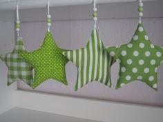 *4+süsse+Sternanhänger+in+grün+mit+grünen+und+weißen+Perlchen*  Sollte+von+den+Sternen+einer+nicht+gefallen,+kann+ich+auch+gerne+noch+Sterne+aus+...