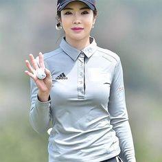 """韓国女子ゴルフ界で「セクシークイーン」と称されるアン・シネ。2017年の国内女子ツアーを""""美貌""""で席巻しそうだ(本人のインスタグラムから)"""