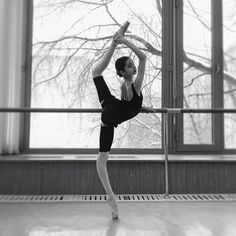 "© Nikolay Krusser Anastasia Matvienko pas de trois from ""The Fairy Doll"" (rehearsal and performing) choreography by Sergey Le. Vaganova Ballet Academy, Bolshoi Ballet, Ballet Dancers, Dance Photography Poses, Dance Poses, Ballet Pictures, Dance Pictures, Royal Ballet, Classic Dance"