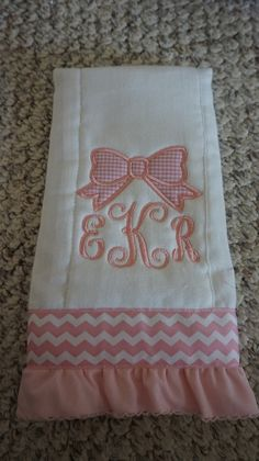 36 Ideas For Embroidery Monogram Ideas Fabrics Baby Embroidery, Embroidery Monogram, Baby Burp Cloths, Burp Cloth Set, Baby Bibs, Baby Monogram, Machine Embroidery Projects, Baby Sewing Projects, Baby Crafts