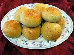 Anche questi piccoli panini profumati al timo e limone stanno benissimo con piatti di mare http://www.cookaround.com/yabbse1/showthread.php?t=36039