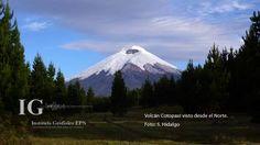 El Cotopaxi se encuentra sobre la Cordillera Oriental (Real), a una distancia de 35 km al Noreste de Latacunga y de 45 km al Sureste de Quito.