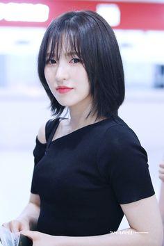 Seulgi, Medium Hair Cuts, Medium Hair Styles, Shot Hair Styles, Wendy Red Velvet, Velvet Hair, Girl Short Hair, Dream Hair, Hair Inspo