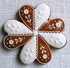 Today we are looking at Moravian and Bohemian gingerbread designs from the Czech Republic. Back home, gingerbread is eaten year round and beautifully decorated cookies are given on all occasions. Christmas Gingerbread House, Gingerbread Cookies, Contemporary Decorative Art, Ice Art, Honey Cake, Cookie Designs, Fun Cookies, Cookies Et Biscuits, Cookie Decorating
