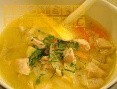 Вкусна супичка за студеното време от пиле и сирене.