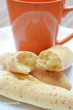 Biscoito de Queijo Portuguese Recipes, Dinner Rolls, Love Food, Cookie Recipes, Sandwiches, Food And Drink, Appetizers, Yummy Food, Snacks