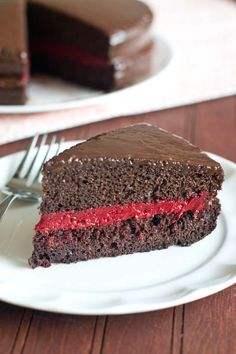 Red Velvet Cake Filling, chocolate cake and ganache topping! Easy To Make Desserts, Köstliche Desserts, Delicious Desserts, Cake Bars, Easy Red Velvet Cake, Chocolate Filling, Chocolate Cake, Red Velvet Recipes, Cake Recipes