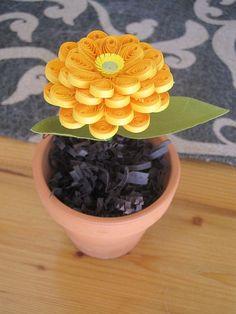 Zinnia en maceta amarilla enclavijada pequeña por GrandFinaleArt