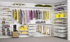 Komplette Wand mit offenem Kleiderschrank * Regale und Kleiderstangen