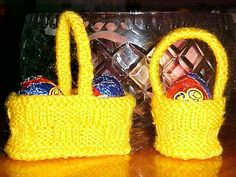 Free knitting pattern for Small Easter Baskets These basketweave basket treat holders designed by Jean Woods come in round or oblong. Easter Projects, Easter Crafts, Easter Ideas, Holiday Crafts, Easter Crochet, Knit Crochet, Irish Crochet, Easter Egg Basket, Easter Eggs