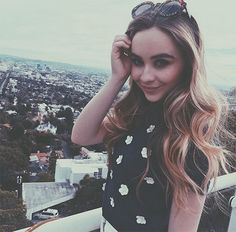 (( Sabrina Carpenter )) Hey I'm Sabrina Carpenter. I'm 15 years old. I act in the Disney show girl meets world. My best friends are Rowan, Peyton, and Cory. Introduce yourself if you want to be friends. Sabrina Carpenter Instagram, Sabrina Carpenter Style, Sofia Carpenter, Rowan Blanchard, Famous Singers, Sofia Carson, Girl Meets World, Disney Stars, Lucy Hale