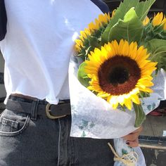 If I ever have a boyfriend I need him to buy me sunflowers