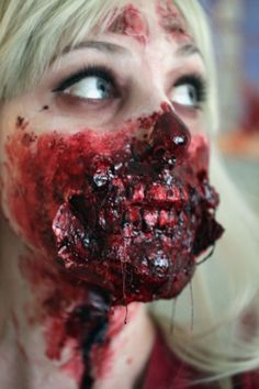 Check Out 17 Amazing Bloody Halloween Makeup Ideas. Here we come with some of the best examples for Bloody Halloween makeup. Halloween Zombie, Bloody Halloween, Cool Halloween Makeup, Costume Halloween, Girl Zombie Costumes, Mehron Makeup, Fx Makeup, Wound Makeup, Makeup 2018