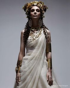 Ancient Greece Style Look White Sposa Italy 'OLIMPIA' - The Greek gods have never look as funky as they do in the White Sposa Italy 'OLIMPIA' editorial. Interestingly enough, the outfits put . Toga Party, Greek Fashion, Greek Inspired Fashion, Egypt Fashion, Foto Fashion, Fashion Men, Fashion Design, Neue Outfits, Beltane