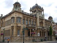 Ilford Redbridge Town Hall << I remember carol singing as a Brownie on the steps of the town hall