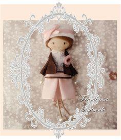 Prim. rosa chaqueta Boche-colgante. Porta cadena de 70cm realizado a mano pvp 18 eurFrambuesa: Muñequitas