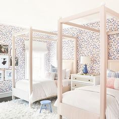 42 Fascinating Shared Kids Room Design Ideas - Planning a kid's bedroom design can be a lot of fun. It can also be a daunting task as you tackle the issue of storage and making things easy to clean. Childrens Bedroom Wallpaper, Modern Kids Bedroom, Kids Bedroom Designs, Kids Room Design, Girls Bedroom, Bedroom Decor, Modern Girls Rooms, Bedroom Ideas, Childs Bedroom