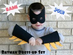 A Batman costume is essential in any budding superhero's dress up box. This easy DIY Batman mask and gauntlets tutorial from Cheryl at Sew Can Do is fabulous! Costume Batman, Diy Superhero Costume, Diy Halloween Costumes For Kids, Superhero Party, Robin Costume, Superhero Kids, Batman Party, Halloween 2014, Halloween Photos