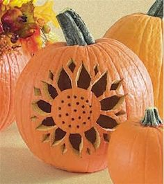 A Sunflower Pumpkin -- hard choice between pinning to pumpkin board or sunflower board! I like this design -- a candle glow would turn the sunflower the right color!