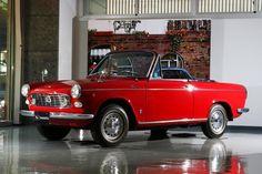 69万5000円のプライスで1965年に登場  ダイハツ工業株式会社は2017年3月に創立110周年を迎えた。その記念イベントの一環として、ダイハツが日本橋にある東京支社に名車「コンパーノ スパイダー」を展示。早速取材を行った。  そもそもこの名車の誉れ高い...の写真 Car Racer, Cabriolet, Daihatsu, Vintage Cars, Classic Cars, Vehicles, Passion, Collection, Japanese Cars
